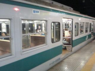 早朝の環状線「新大阪行き」。西九条から野田、福島、大阪をとばしていきなり新大阪に行く。レア体験です