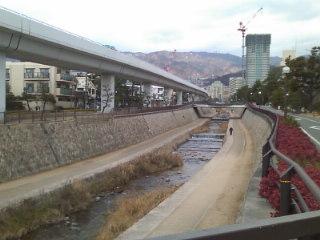 懐かしの住吉川。むかしよくランニングしました。山と川と海があるので神戸は好きです。