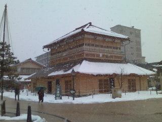 山代温泉の古総湯です☆雪の温泉地は風情があります。雪道は歩くのが大変です〜。しかし新鮮です!