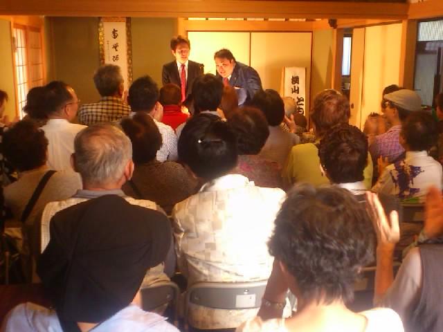 今日は法善寺寄席!超満員御礼!ありがとうございます☆写真は横山ともや・みちやさん。盛り上がってます!