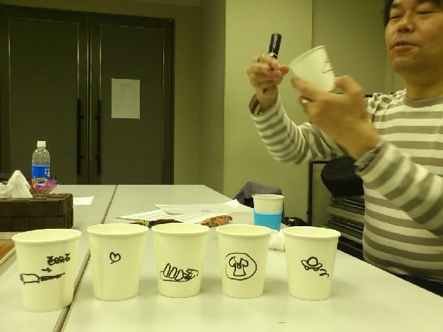 楽屋のコップには各自の名前を書くのですが、遊方師匠が絵で描いてくださいました☆誰か分かりますかー?