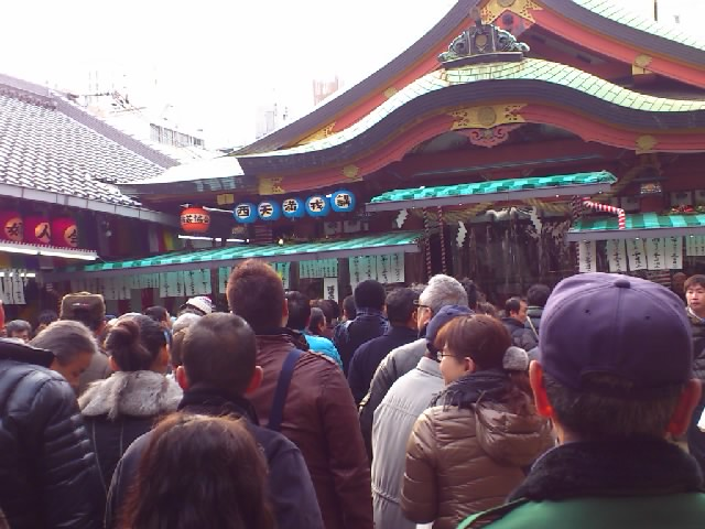 9〜11日まで、関西演芸協会は堀川戎の笹売り奉仕でした!今年も人でいっぱい☆古くからあるんですよ〜。