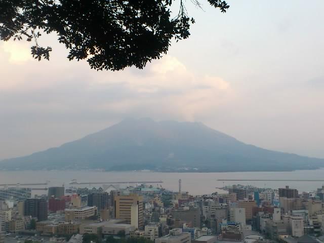 雄大な桜島。どっしりとした風格。毎日この風景を見て維新の志士たちが育ったと思うと感慨深いです。