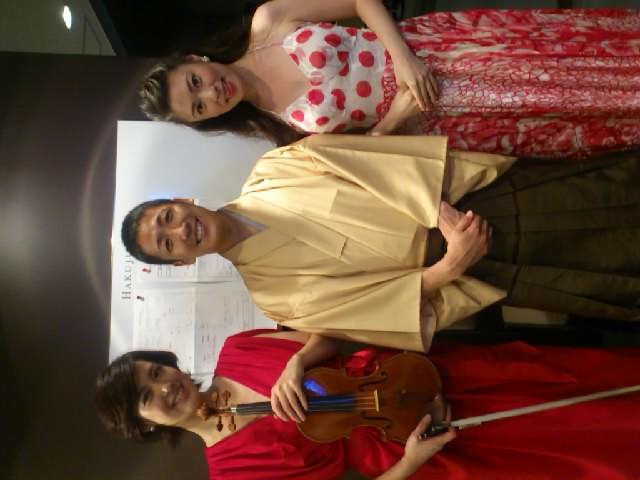 昨日は寄席クラシックスでした!バイオリン松本蘭さん(左)ピアノ近藤亜紀さん(右)盛り上がりました〜☆