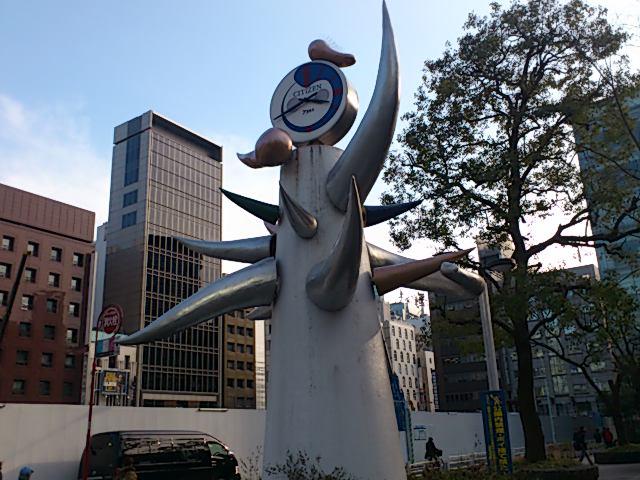 東京。新しい歌舞伎座を外から見て、国立演芸場まで歩いて移動。銀座に岡本太郎の時計が!知らんかったー。