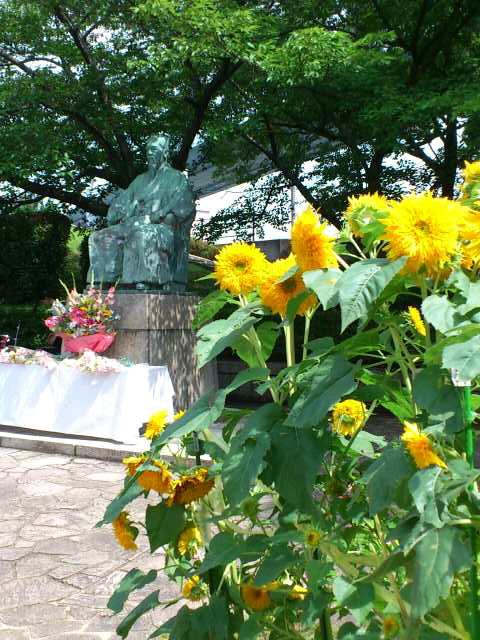 天保山にて落語「天保山物語」。大阪と港の関係を改めて実感。写真は天保山にある西村捨三公の銅像です。