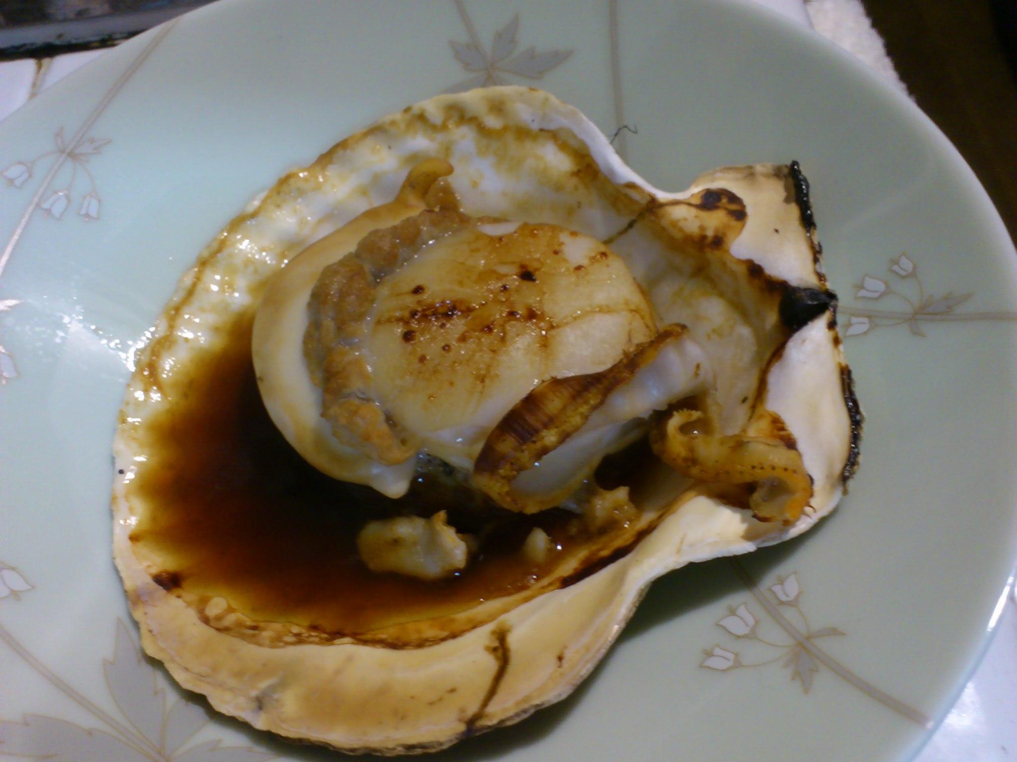 北海道直送の殻付きホタテとカキをいただきました!ホタテは浜焼き、カキは鍋に。美味い〜!豪華な晩餐☆