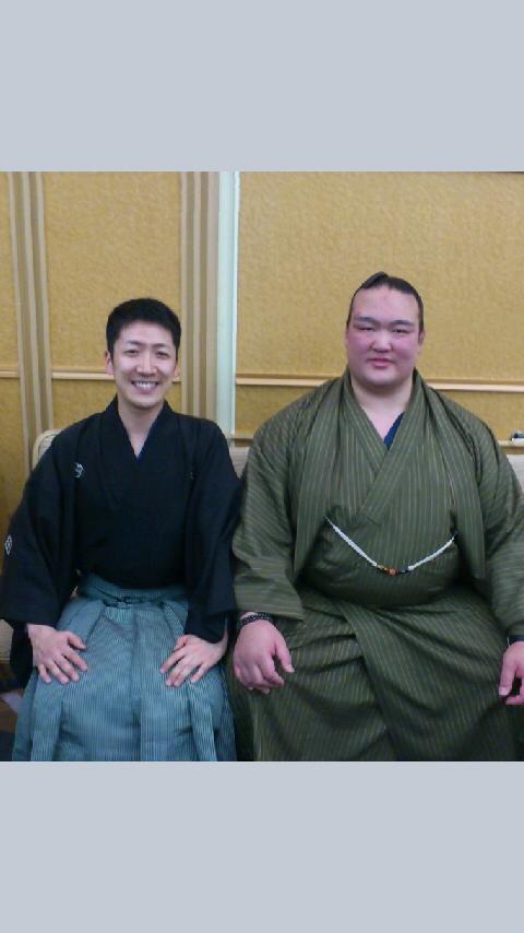 田子ノ浦部屋激励会にて。関取、力士、裏方の方々のご紹介をさせていただきました。稀勢の里関と!☆
